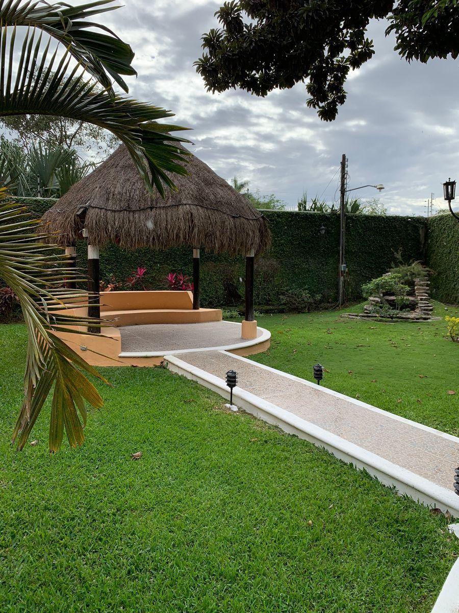 20 de 25: Palapa Jardín Trasero