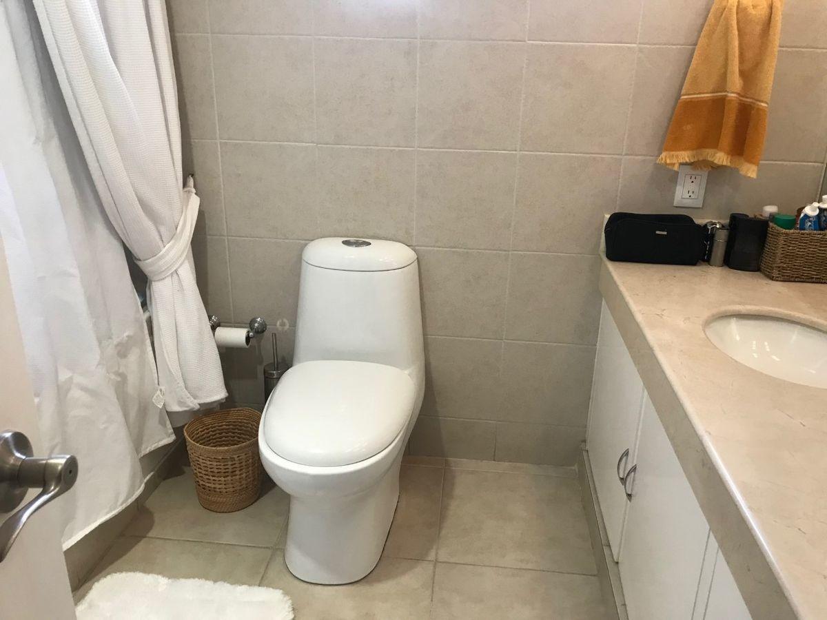 37 de 50: Baño de Recámara principal
