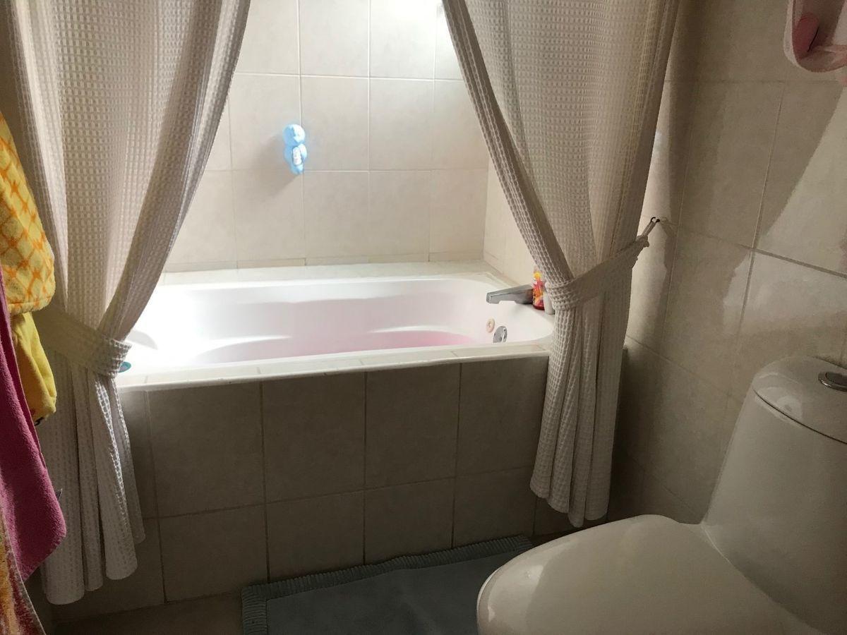 42 de 50: Baño de Recámara secundaria 2