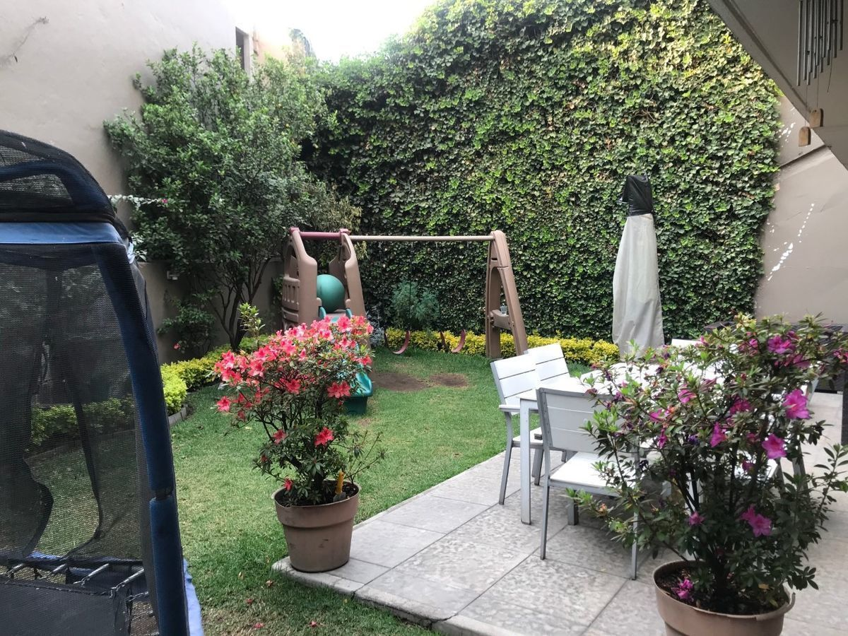 45 de 50: Jardín y terraza