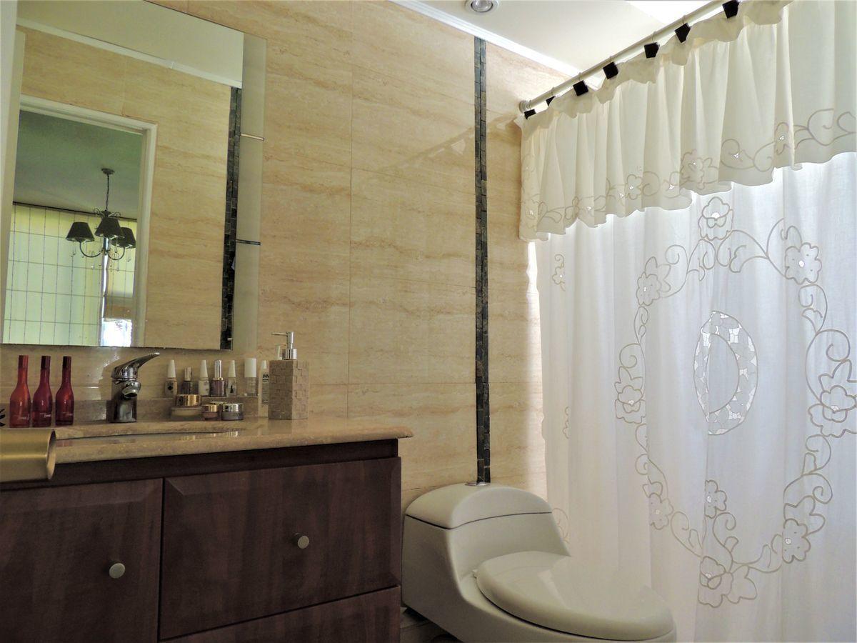 8 de 11: Baño dormitorio remodelado
