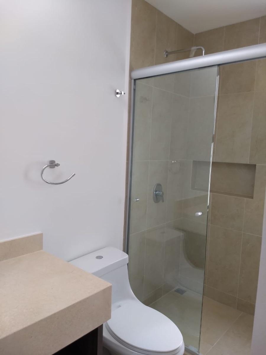 20 de 29: Baño completo recámara secundaria