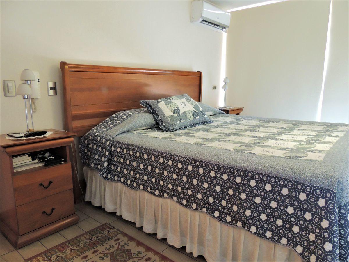 28 de 43: Dormitorio Principal en Suite