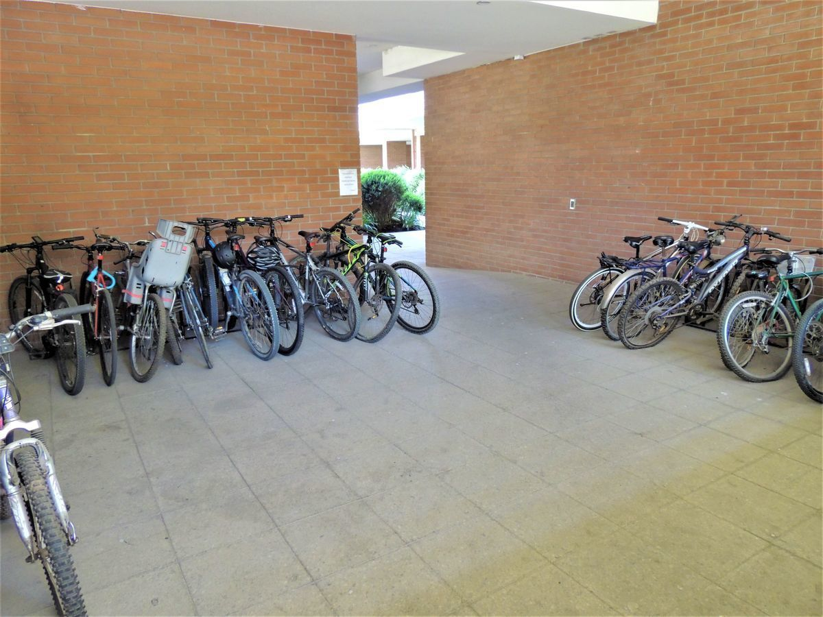 35 de 43: Bicicletero Edificio