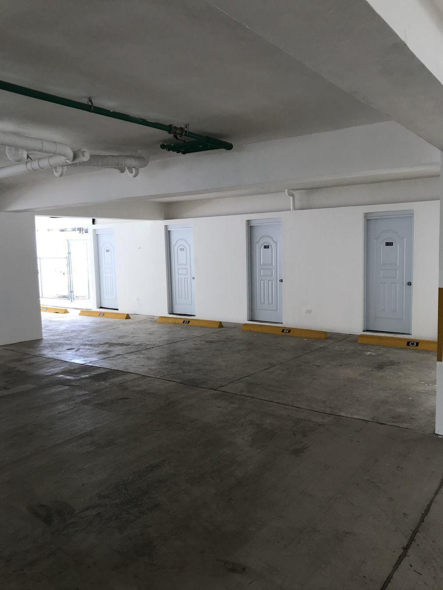 12 de 12: Area de Parqueos y Lockers