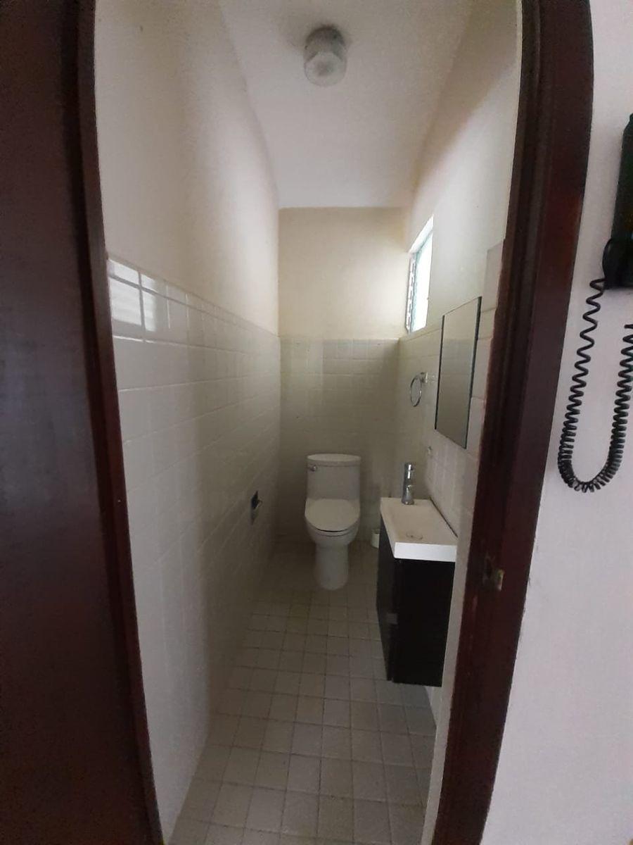 11 de 23: medio baño área  social