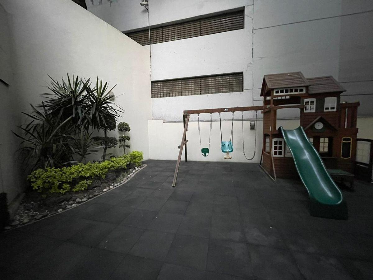 21 de 23: Área de juegos infantiles