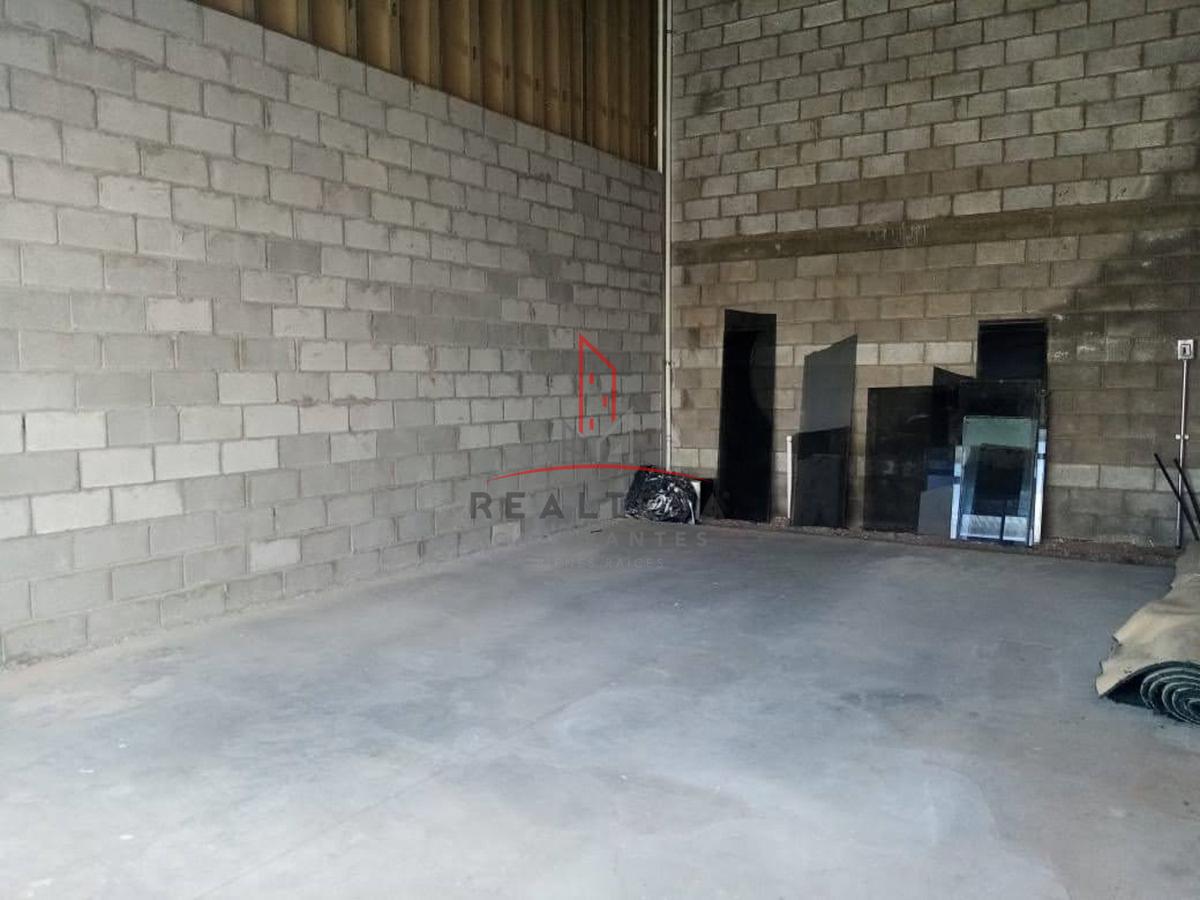 3 de 7: Interior del local, entrega en obra gris o remodelado