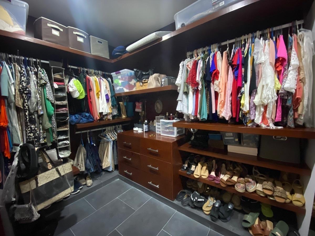 8 de 33: closet vestidor recámara 1