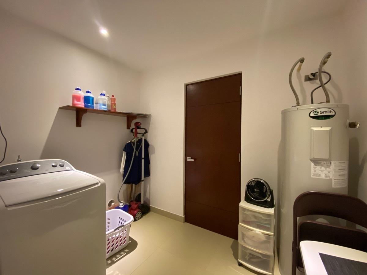 16 de 33: cuarto de Serv con baño