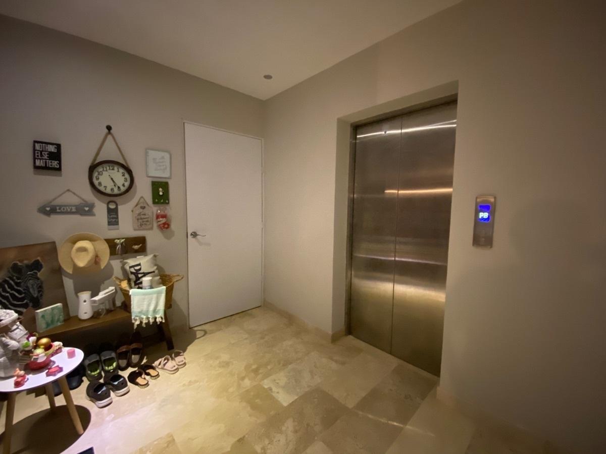 27 de 33: vestíbulo elevador privado
