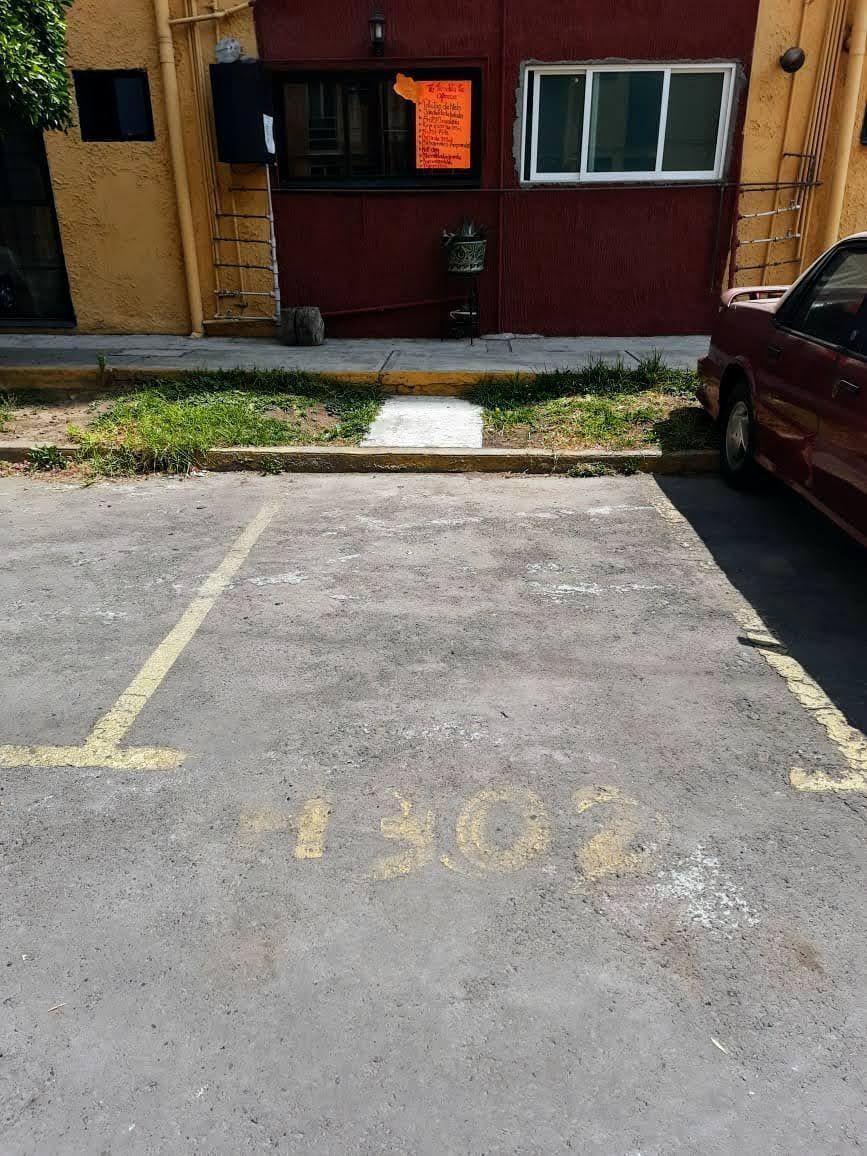 10 de 10: Estacionamiento