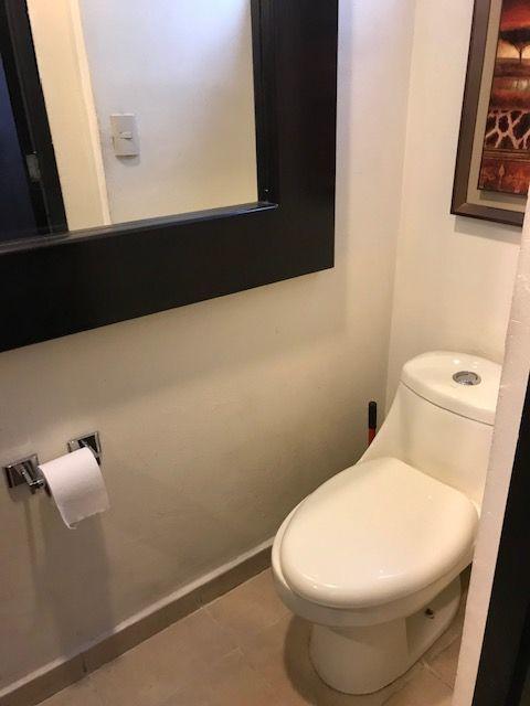 6 de 48: baño de visitas