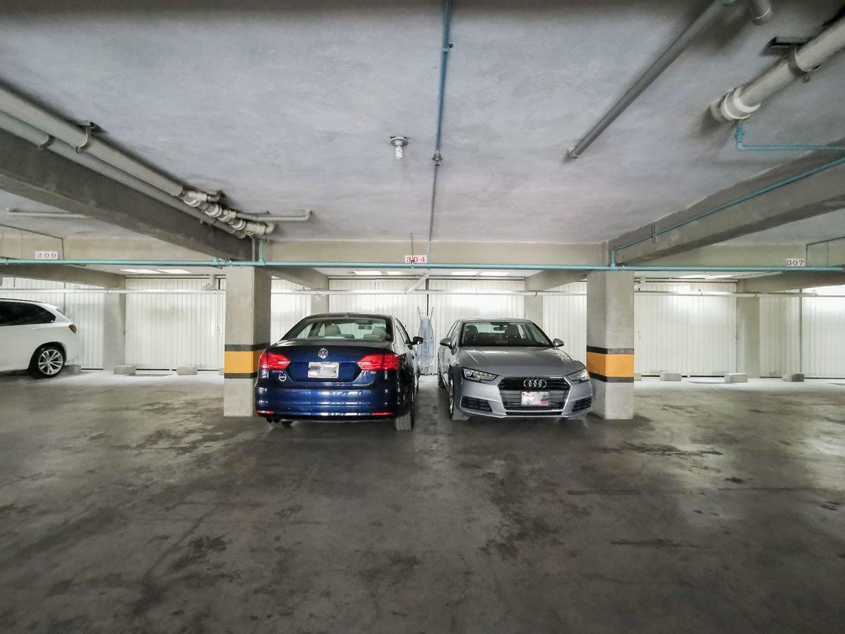 17 de 21: 2 Estacionamientos independientes