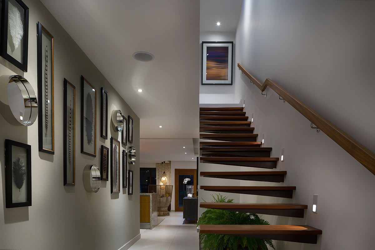 4 de 25: Vista del pasillo y escaleras