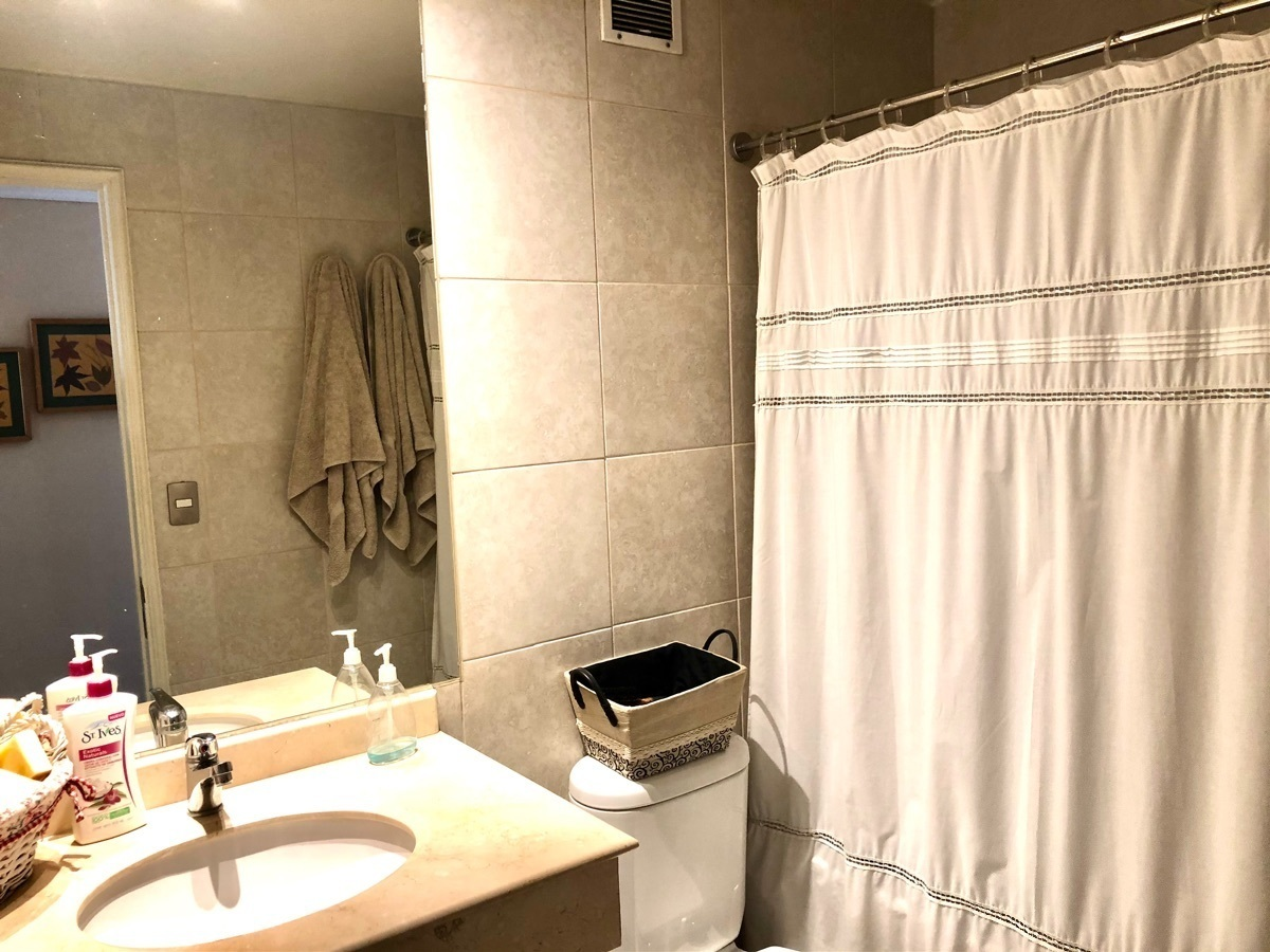 9 de 13: Baño principal
