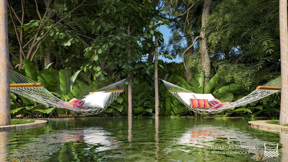 7 de 22: Water hammocks