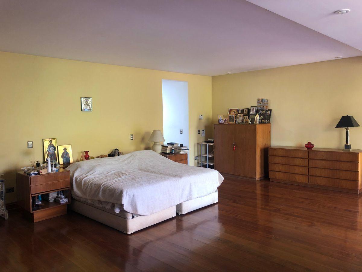 11 de 18: Dormitorio principal