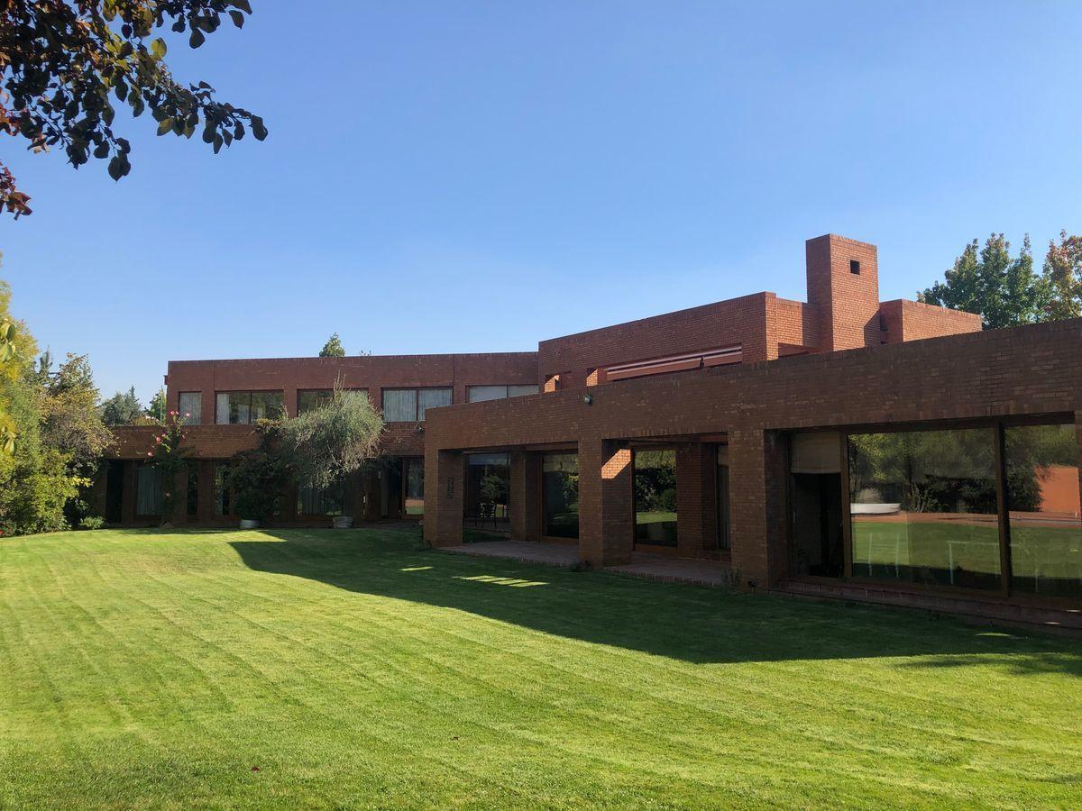 1 de 18: Vista arquitectura exterior desde jardín