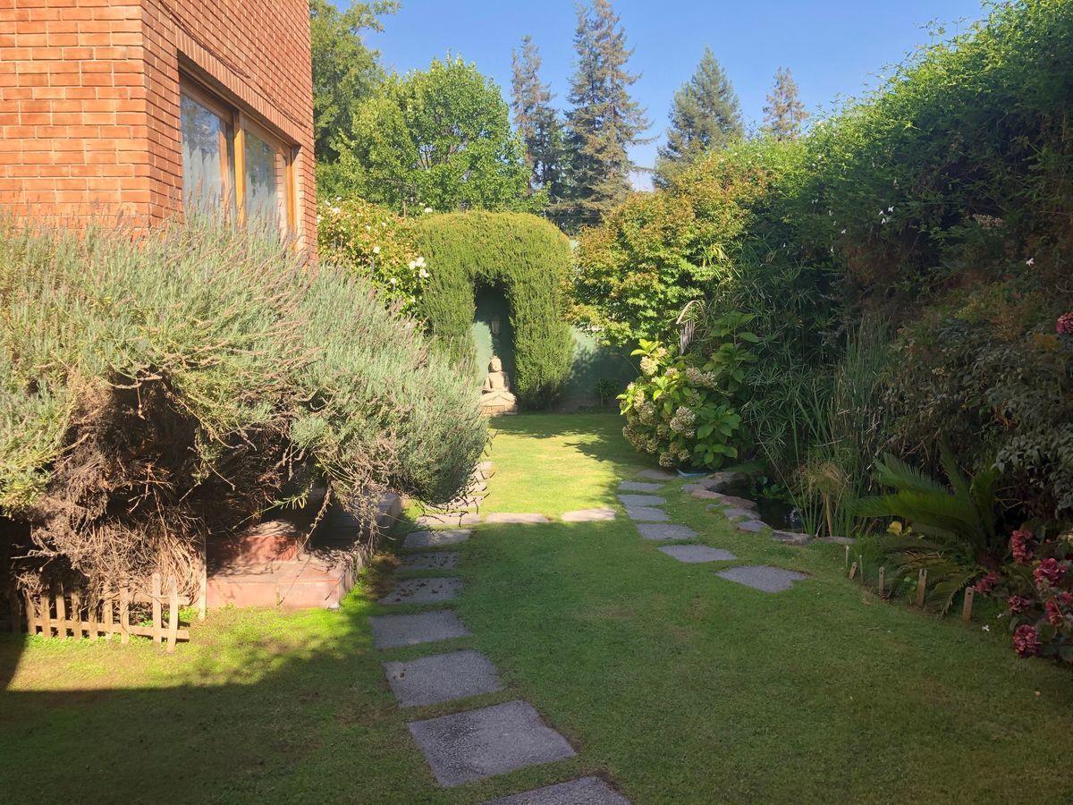 18 de 18: Jardín privado lateral