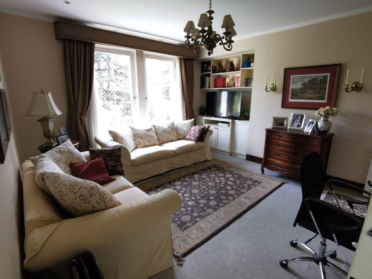 14 de 27: Buena sala de estar con vista al Boulevard y escritorio