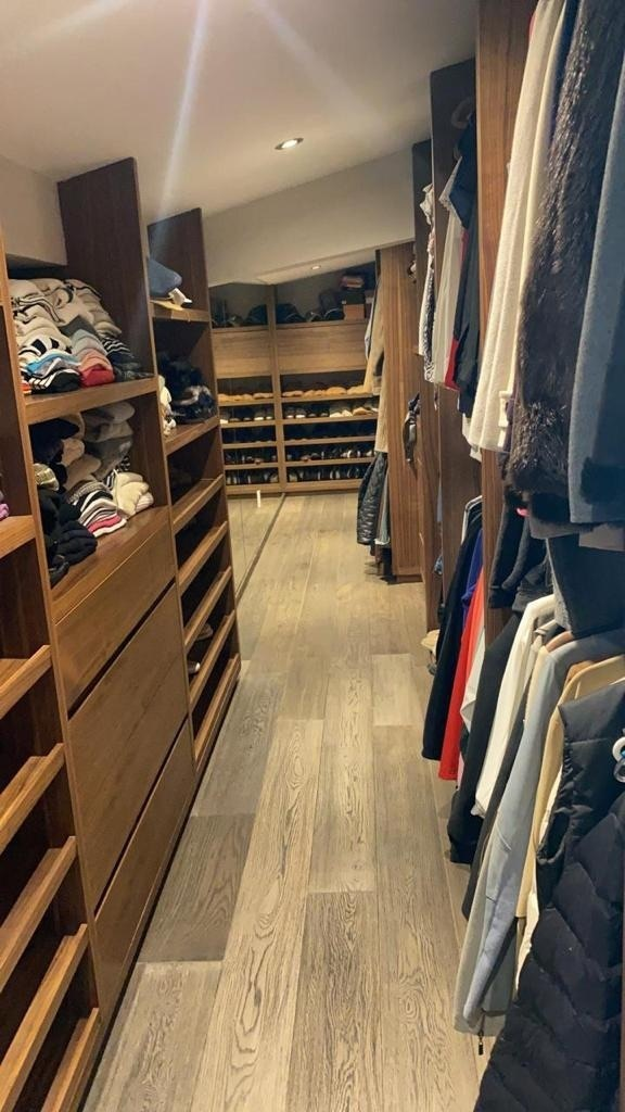 6 de 13: Walking closet recámara principal