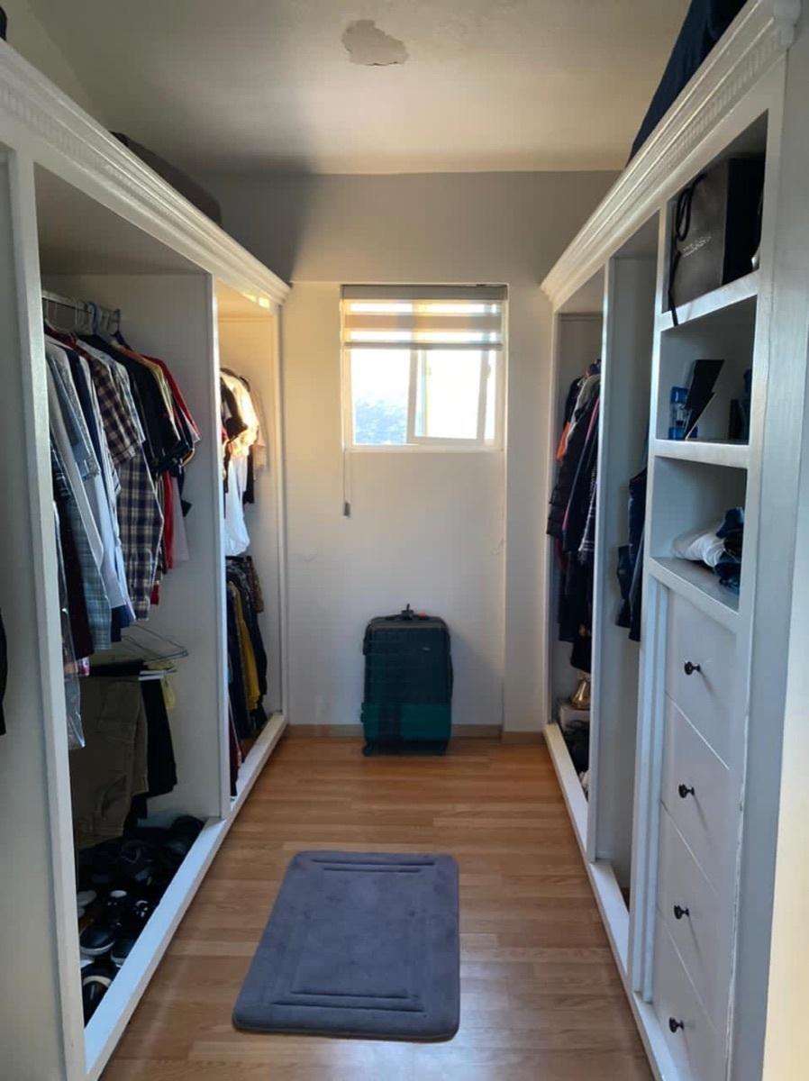 27 de 35: Closet recámara principal