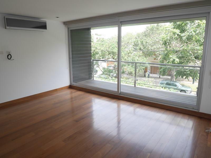 15 de 31: Dormitorio secundario con salida a balcón