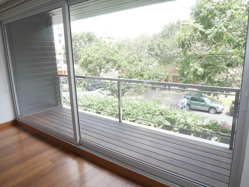 16 de 31: Dormitorio secundario con salida a balcón