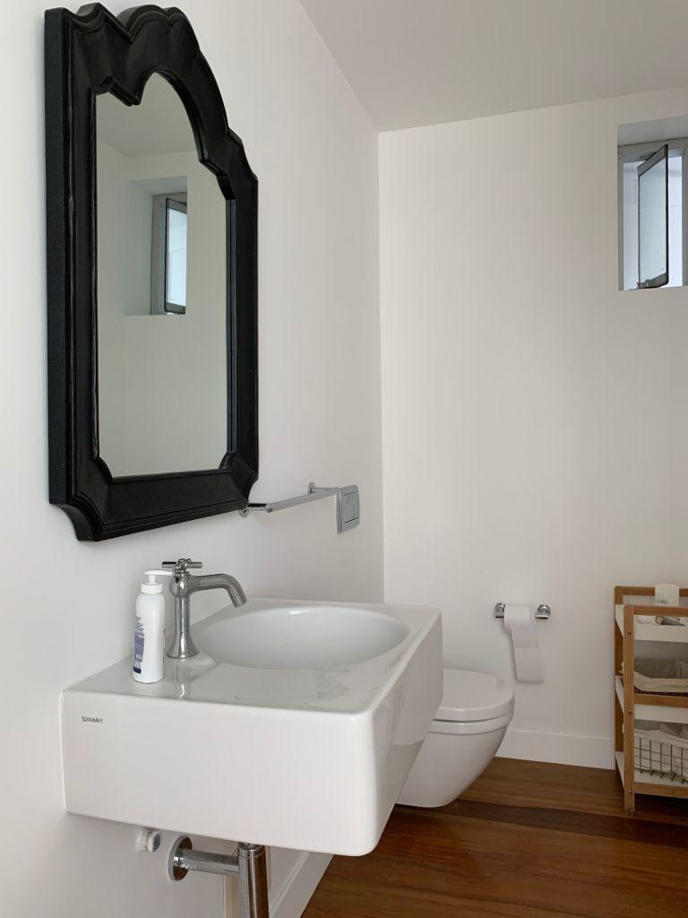 20 de 31: Baño Visita con pisos de madera