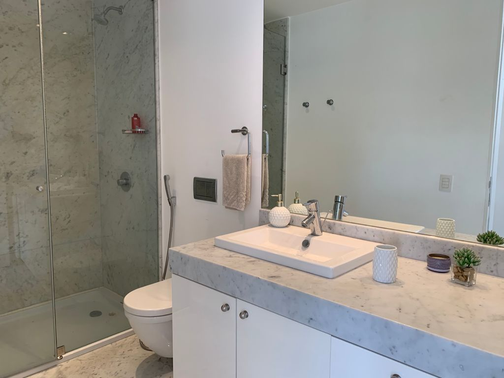 17 de 31: Baño privado de uno de los dormitorios secundarios