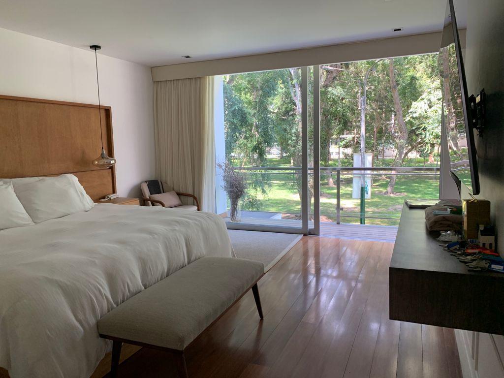 7 de 31: Dormitorio Principal con salida a terraza y vista al parque