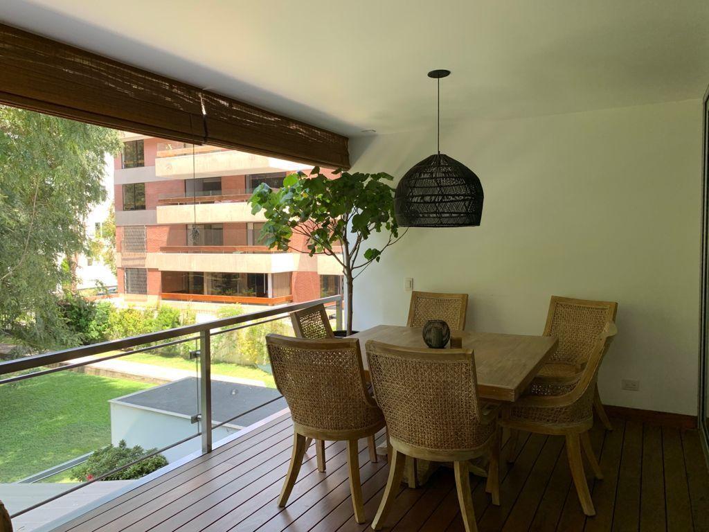4 de 31: Comedor  en la terraza con hermosa vista al parque privado
