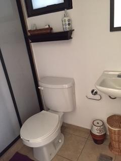 21 de 27: Baño de cuarto de servicio
