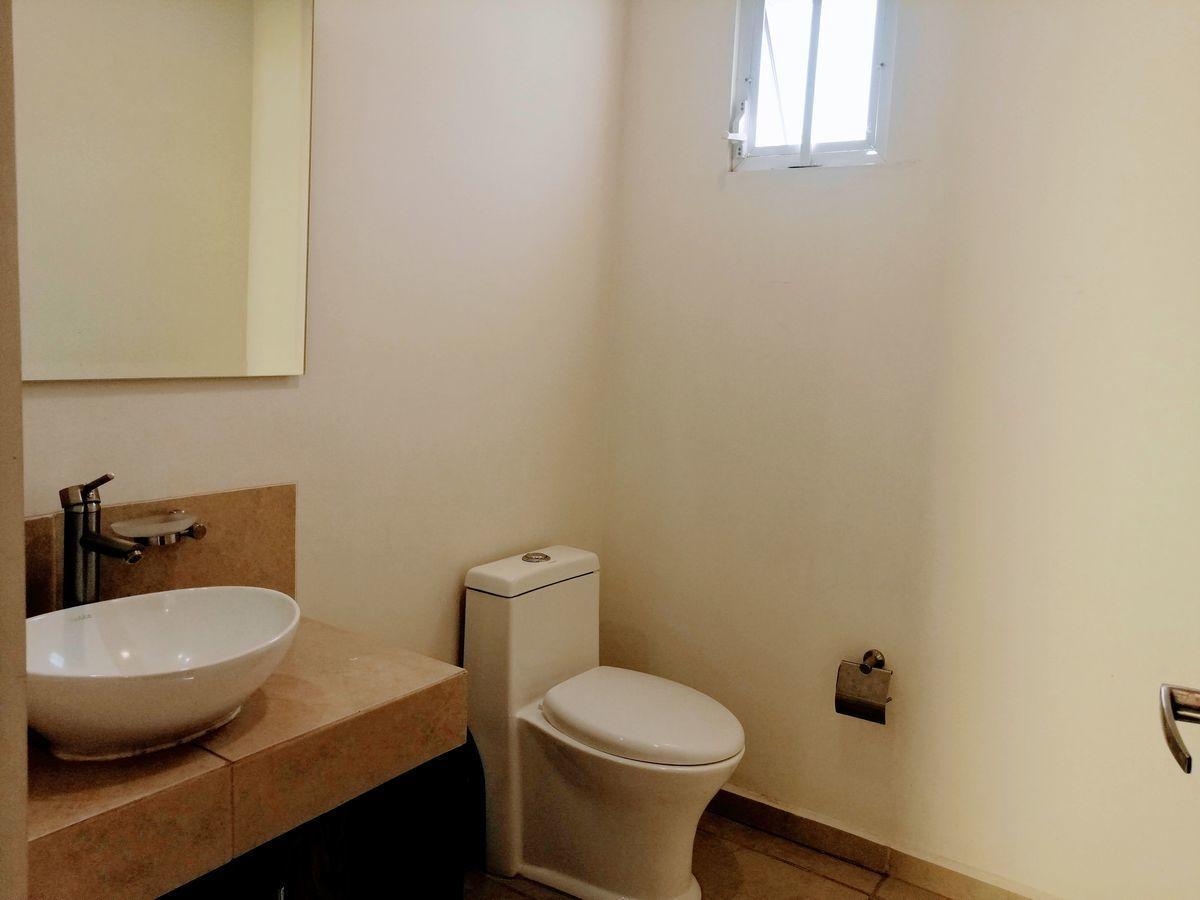 11 de 35: 1/2 baño p.b.