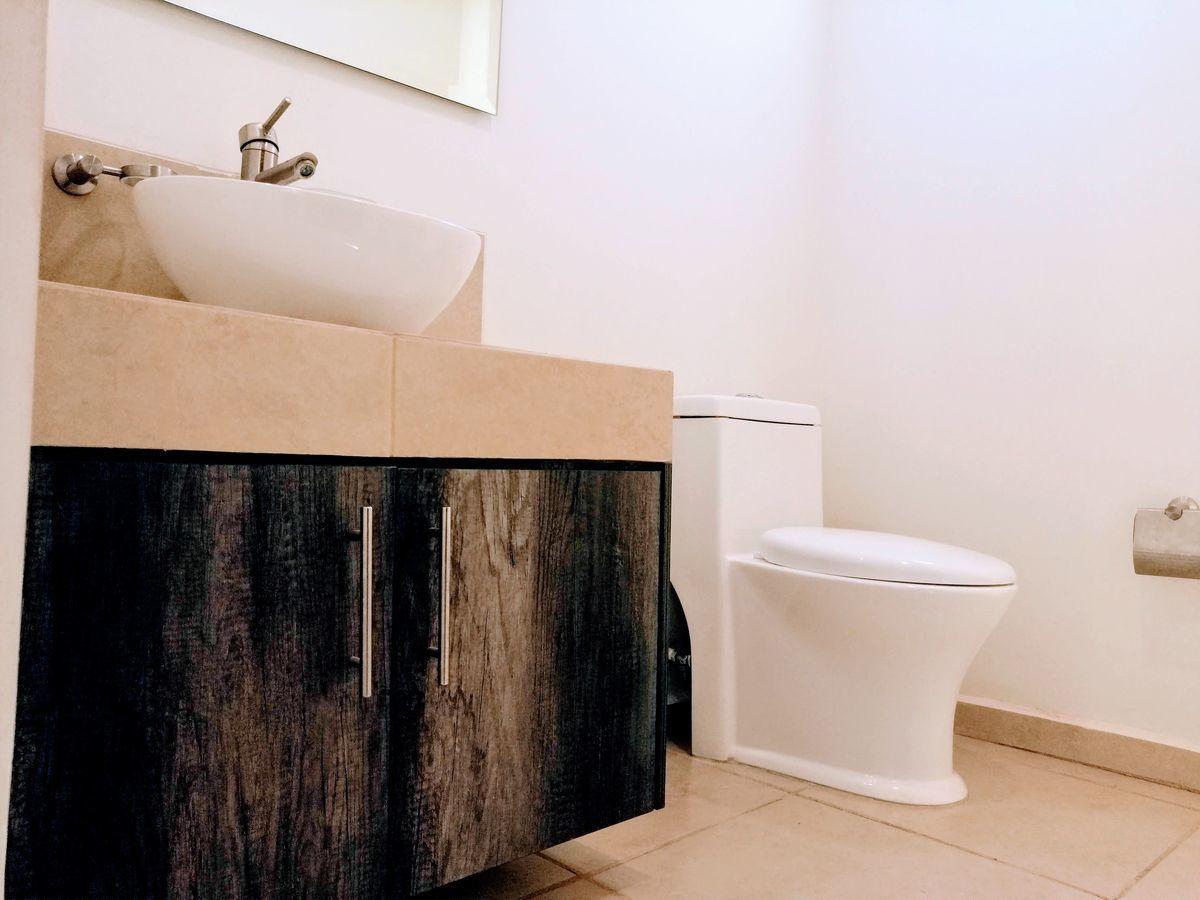 12 de 35: Gabinete baño p.b