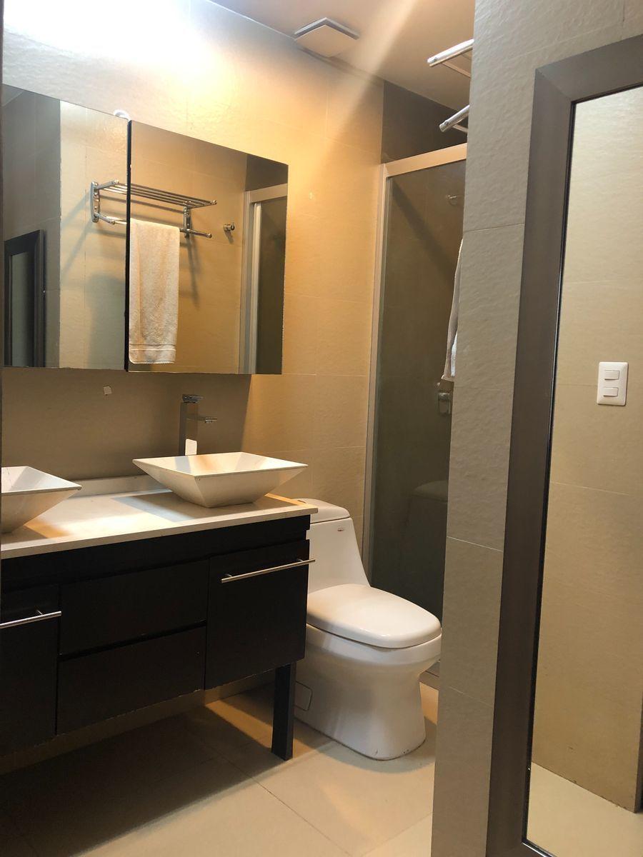 14 de 25: Baño habitacion principal