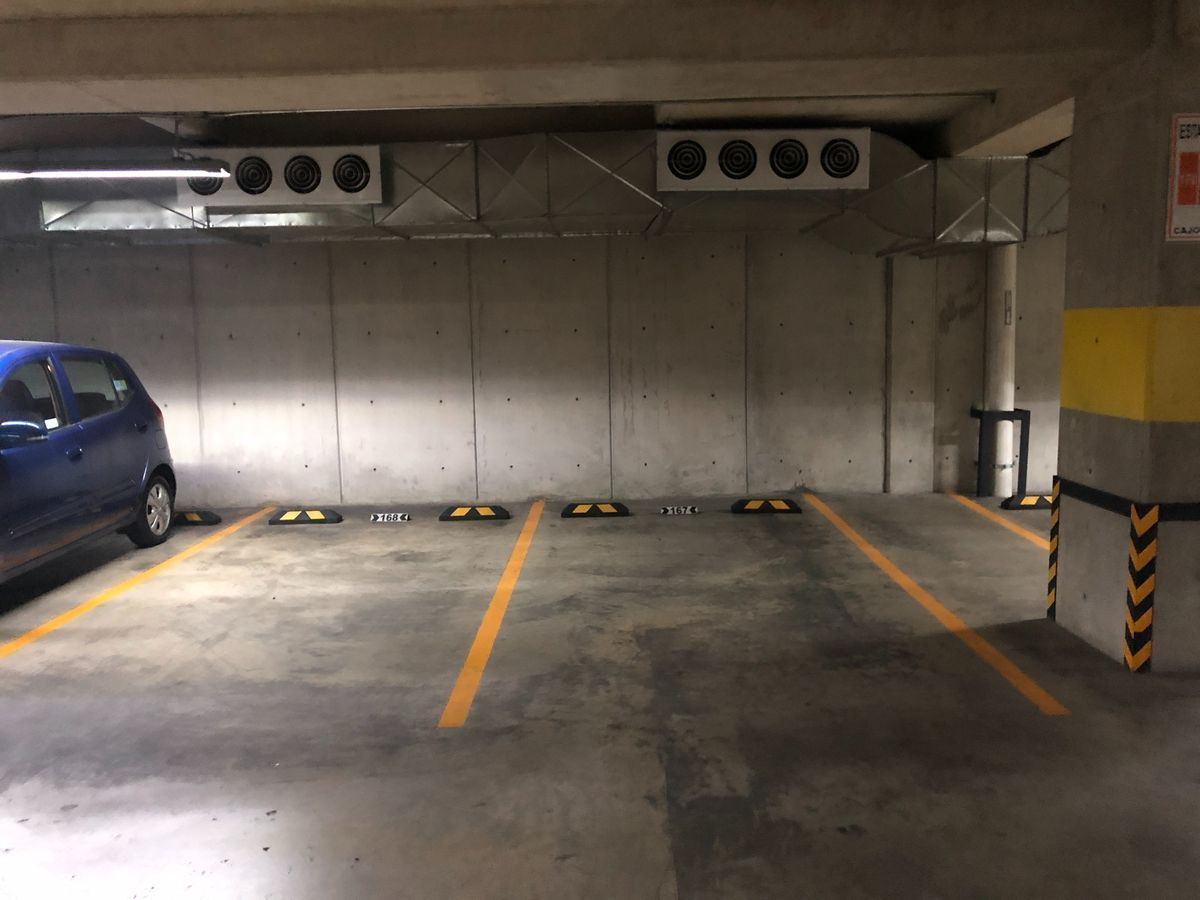 24 de 25: Dos estacionamientos
