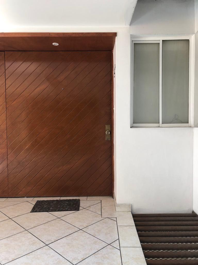 2 de 31: Puerta de acceso al depa