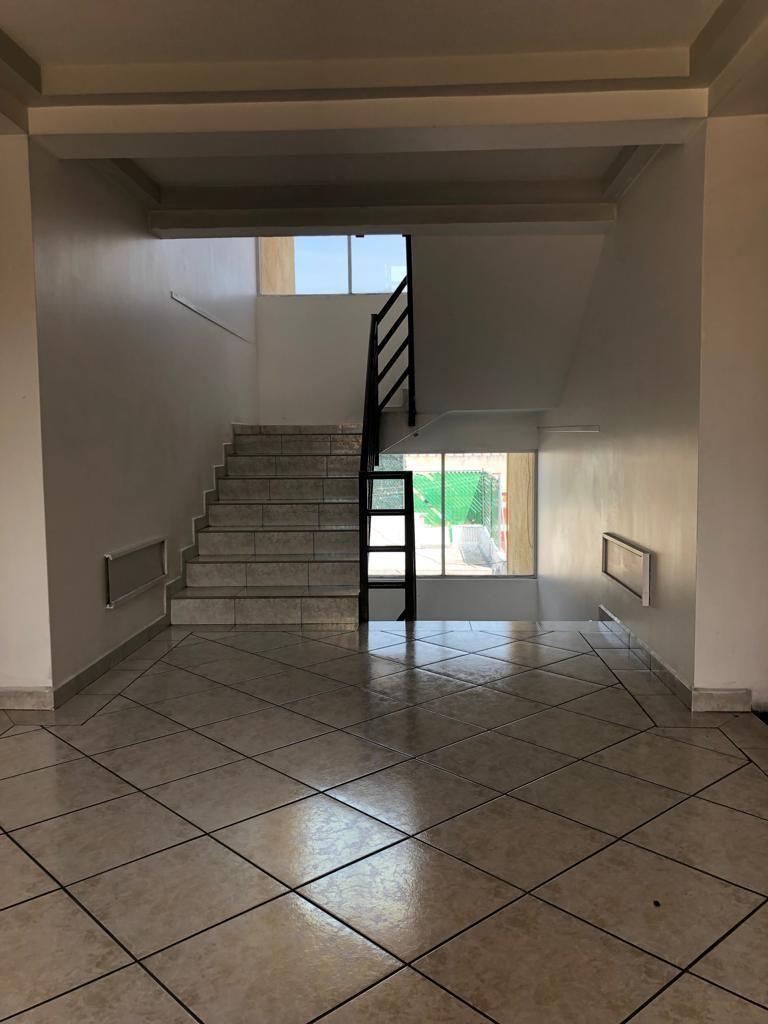 18 de 31: Escaleras exterior