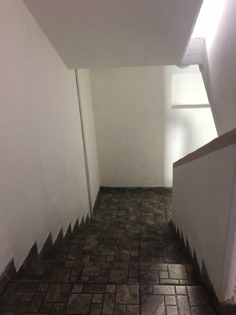 7 de 20: Escaleras del pasillo