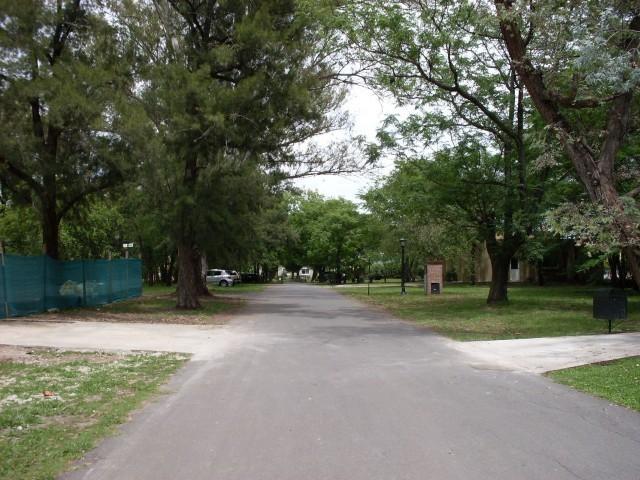 3 de 28: calles internas
