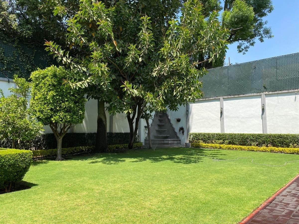 25 de 28: Jardín posterior