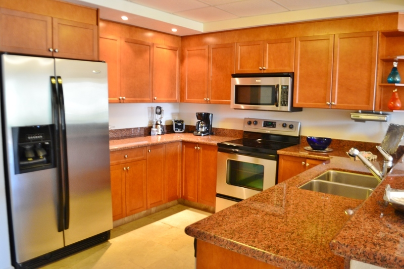 5 de 25: Modern kitchen with granite countertop