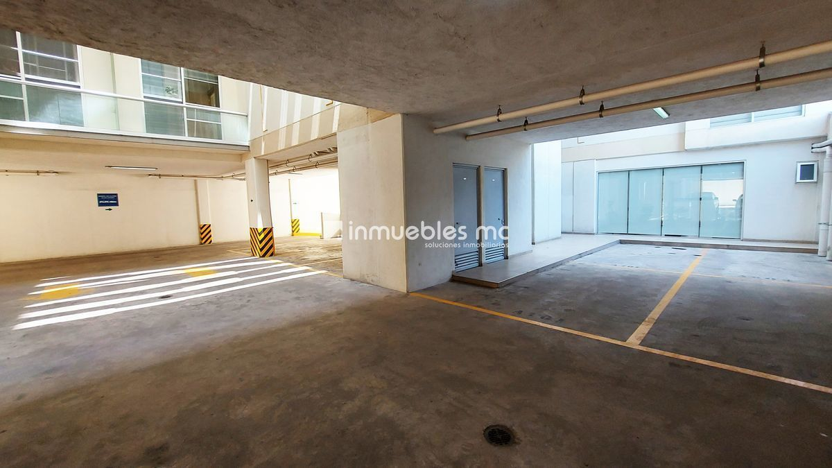 19 de 23: Estacionamiento techado