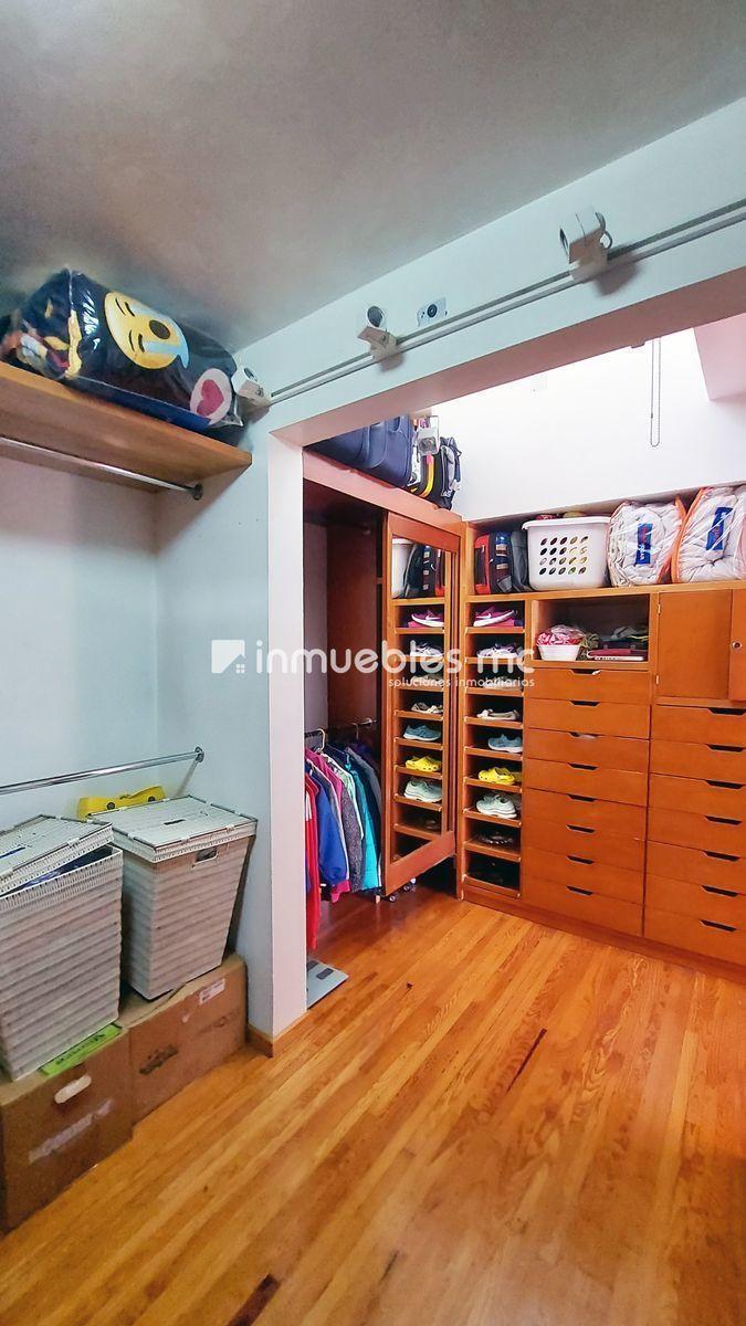30 de 38: vestidor y closet recamara principal