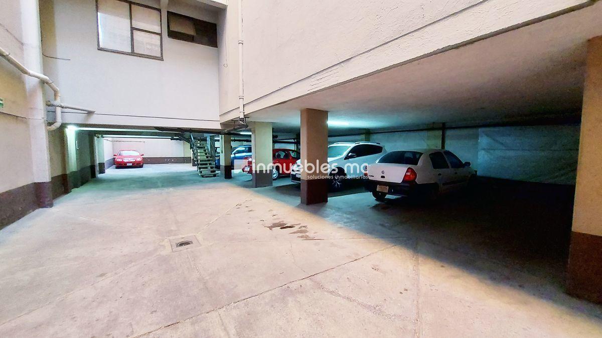 23 de 23: Estacionamiento techado