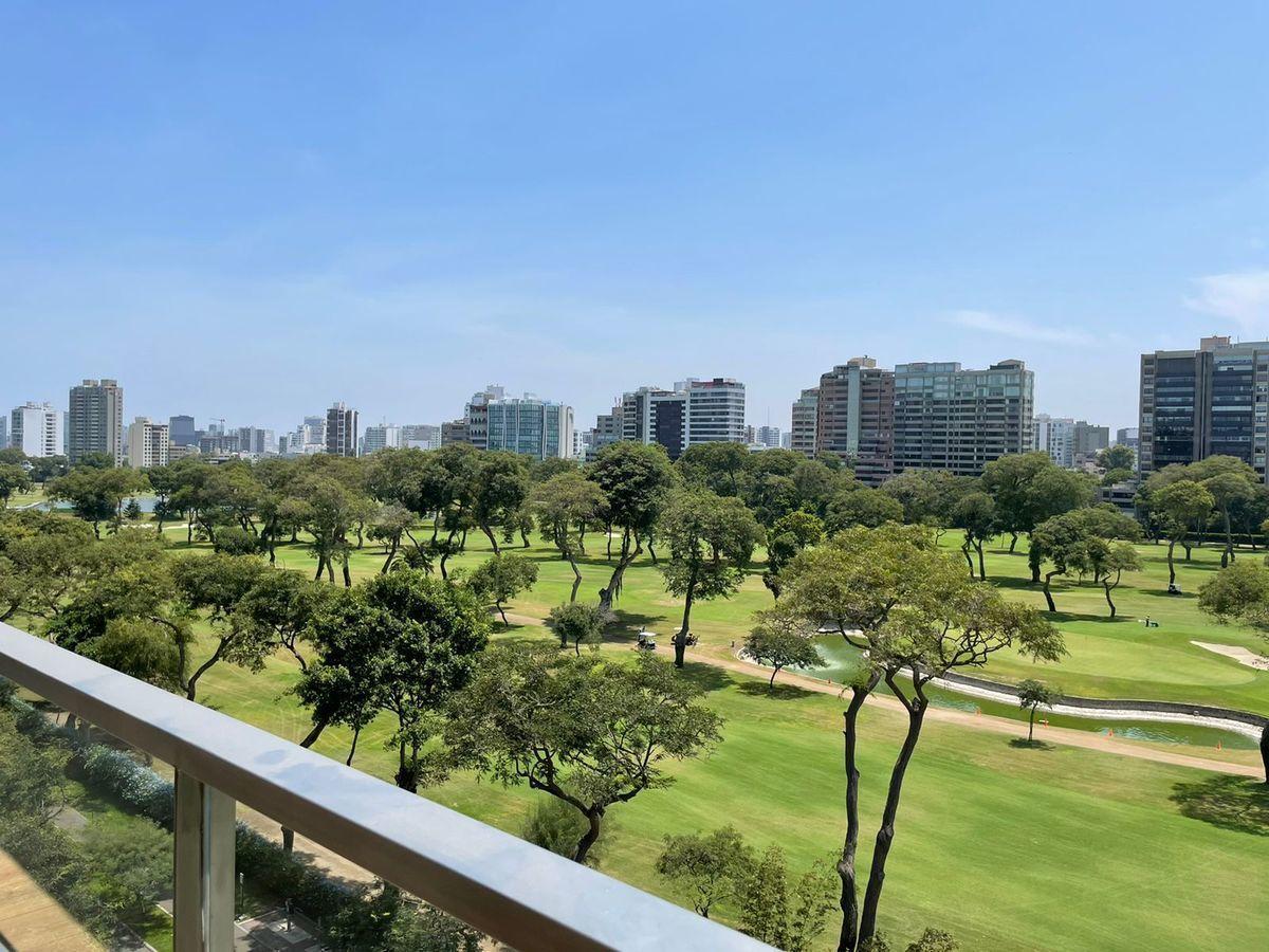 1 de 36: Vista al Golf desde la terraza.