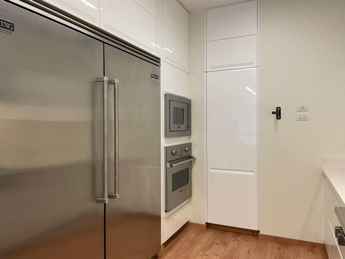 16 de 36: Doble refrigeradora y hornos Viking.