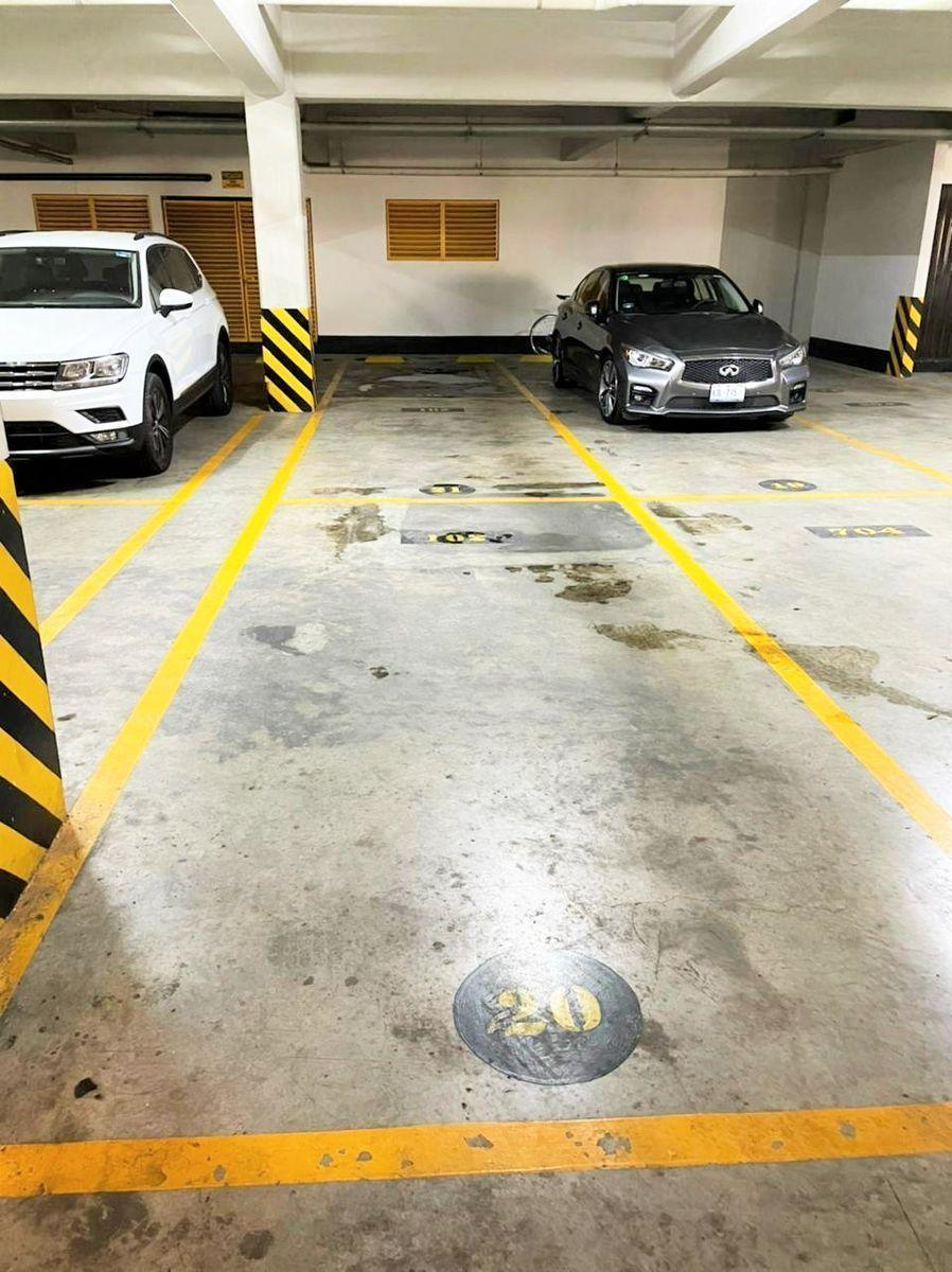 14 de 18: 2 estacionamientoS techados